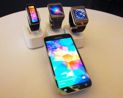 Samsung Galaxy S5 + Gear 2 $500 , Apple iphone 5s